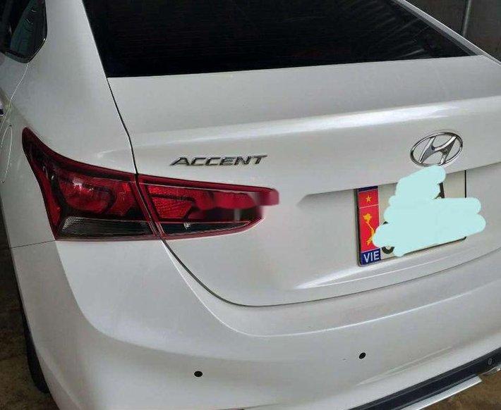 Bán Hyundai Accent đời 2019, màu trắng còn mới0