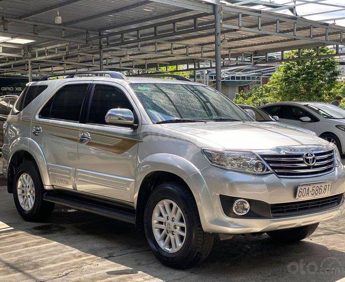 Cần bán gấp Toyota Fortuner đời 2012, màu bạc xe gia đình, giá tốt0