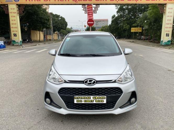 Cần bán lại xe Hyundai Grand i10 1.2 MT năm sản xuất 2019, màu bạc0
