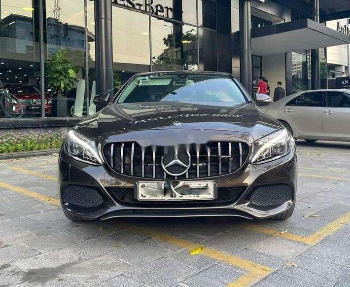 Cần bán Mercedes C200 năm 2017, màu nâu chính chủ0