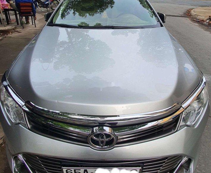 Bán xe Toyota Camry đời 2015, màu bạc còn mới, 705 triệu0