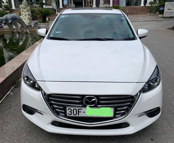 Bán Mazda 3 đời 2019, màu trắng còn mới0