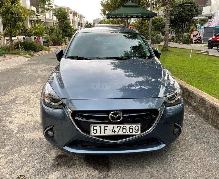 Bán Mazda 2 đời 2017, màu xanh lam chính chủ0