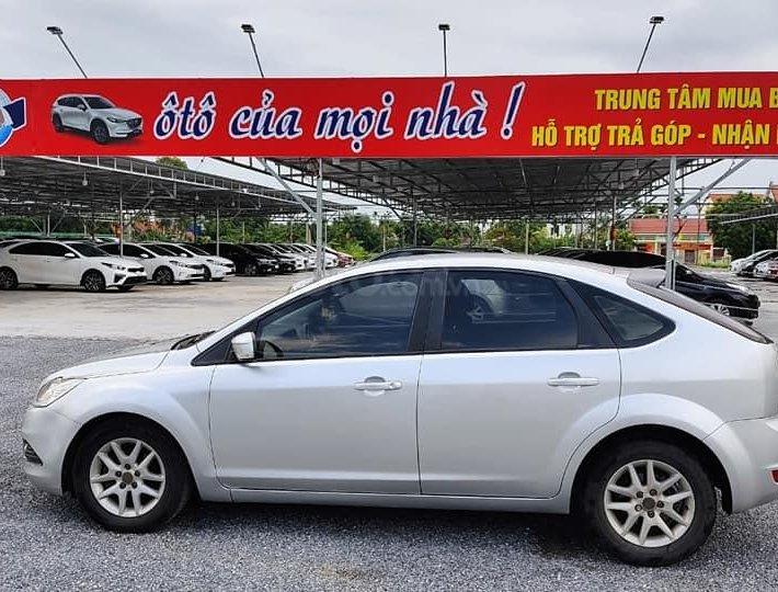 Cần bán gấp Ford Focus sản xuất năm 2010, màu bạc số tự động, giá 282tr0