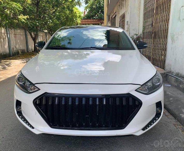 Bán ô tô Hyundai Elantra 2018, màu trắng như mới0