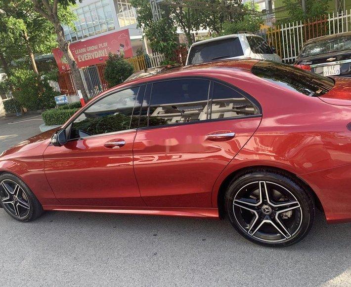Cần bán gấp Mercedes C300 năm 2019, màu đỏ như mới0