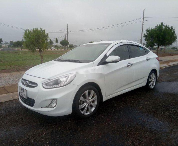 Bán xe Hyundai Accent đời 2017, màu trắng, nhập khẩu chính chủ0