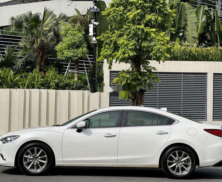 Cần bán lại xe Mazda 6 2.0 AT 2016, màu trắng chính chủ0