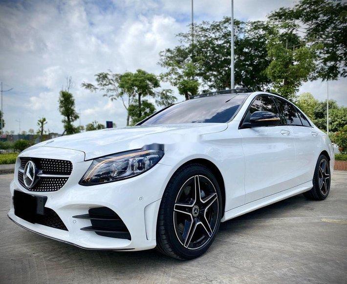 Bán Mercedes C300 đời 2021, màu trắng0