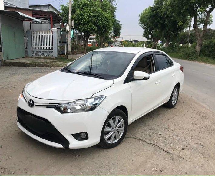 Bán Toyota Vios sản xuất năm 2017, màu trắng, 360 triệu0