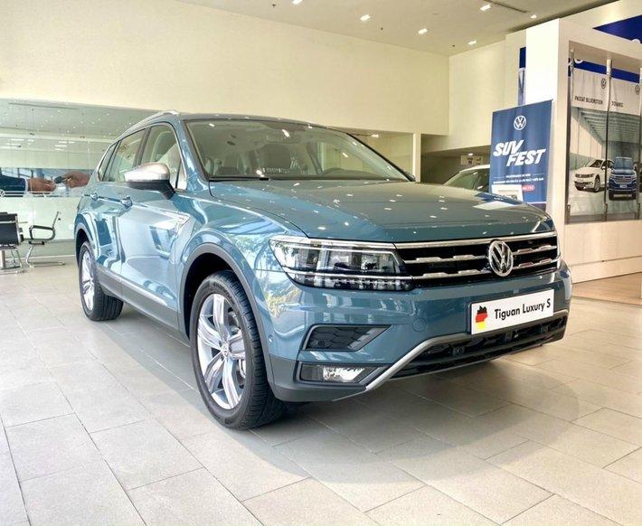 Xe Volkswagen Tiguan Luxury S 2021 màu xanh Petro, còn 1 em giao ngay hiếm có0