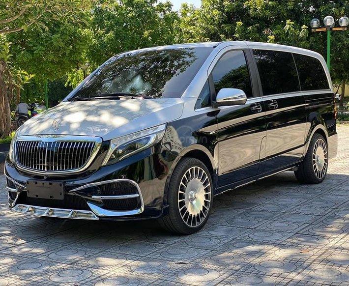 Cần bán nhanh chiếc Mercedes V250 sản xuất 2017, giá ưu đãi0