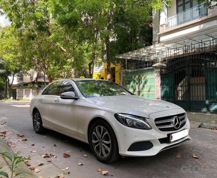 Bán Mercedes C200 năm sản xuất 2017, màu trắng0