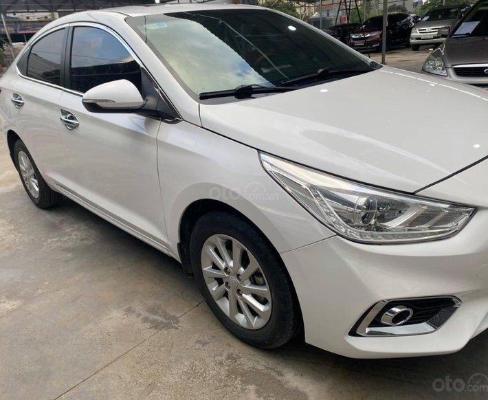 Xe Hyundai Accent đời 2018, màu trắng số tự động, 465 triệu0