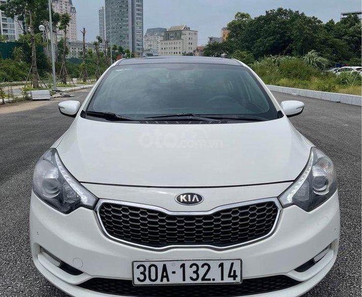 Cần bán gấp Kia K3 sản xuất 2014, màu trắng0
