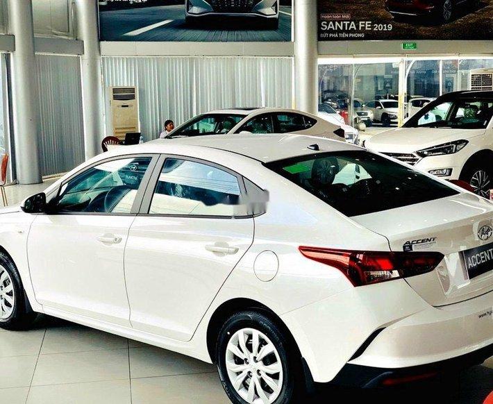 Bán Hyundai Accent sản xuất 2021, màu trắng, 426tr0