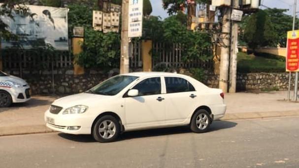 Bán xe Toyota Corolla sản xuất 2001, màu trắng giá cạnh tranh0