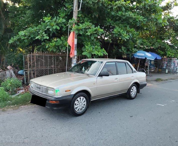 Cần bán Toyota Corolla 1982, màu nâu, giá cả hợp lý0