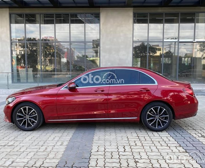 Bán ô tô Mercedes C200 Facelift sản xuất 2019, màu đỏ0