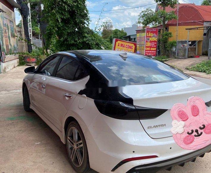 Bán Hyundai Elantra năm 2018, màu trắng, nhập khẩu xe gia đình, giá chỉ 610 triệu0