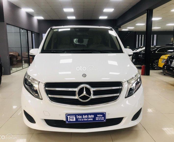 Mercedes-Benz V250 model 2017, xe 1 chủ có VAT cao0