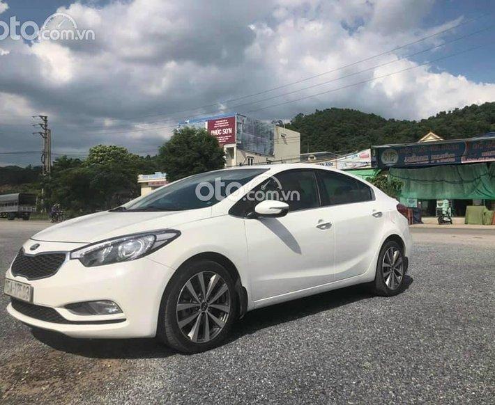 Cần bán xe Kia K3 đời 2015, màu trắng xe gia đình0