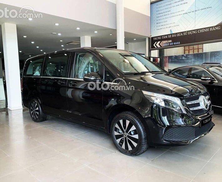 Giá xe Mercedes-Benz V250 Luxury 2021, dòng xe MPV 7 chỗ sang trọng, nhập khẩu nguyên chiếc, có xe giao ngay0