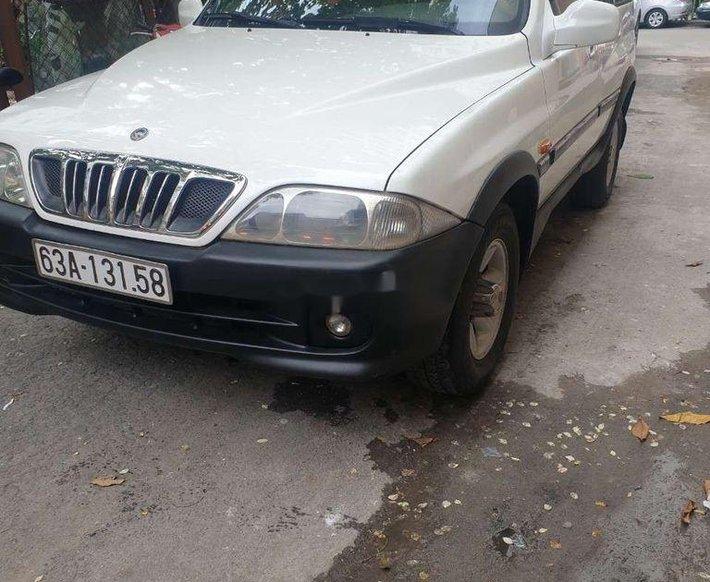 Bán ô tô Ssangyong Musso đời 2003, màu trắng giá cạnh tranh0