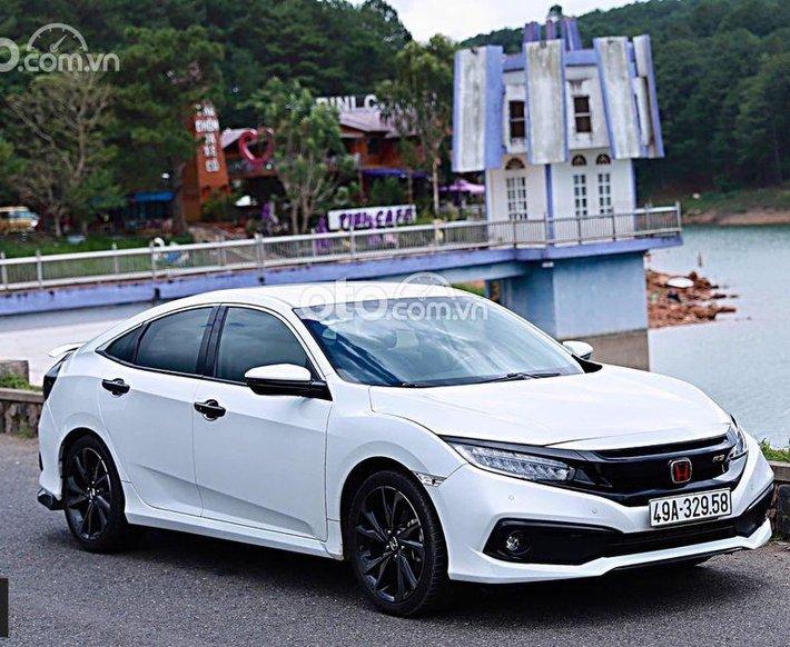 Cần bán gấp Honda Civic RS năm 2019, màu trắng, giá tốt0