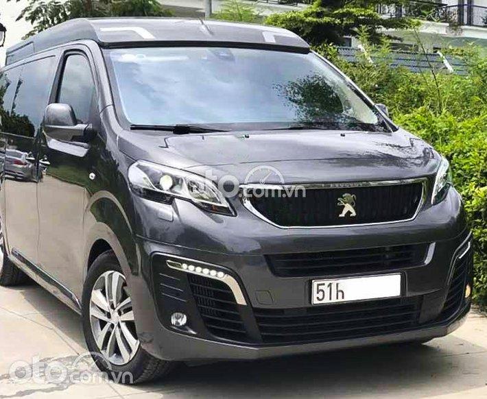 Cần bán gấp Peugeot Traveller năm sản xuất 2021, màu xám, xe nhập còn mới0