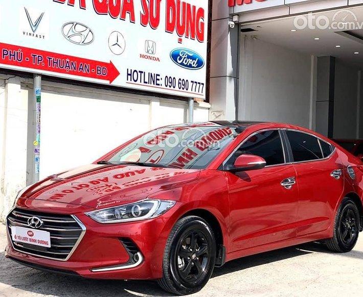 Cần bán Hyundai Elantra sản xuất năm 2018, màu đỏ0