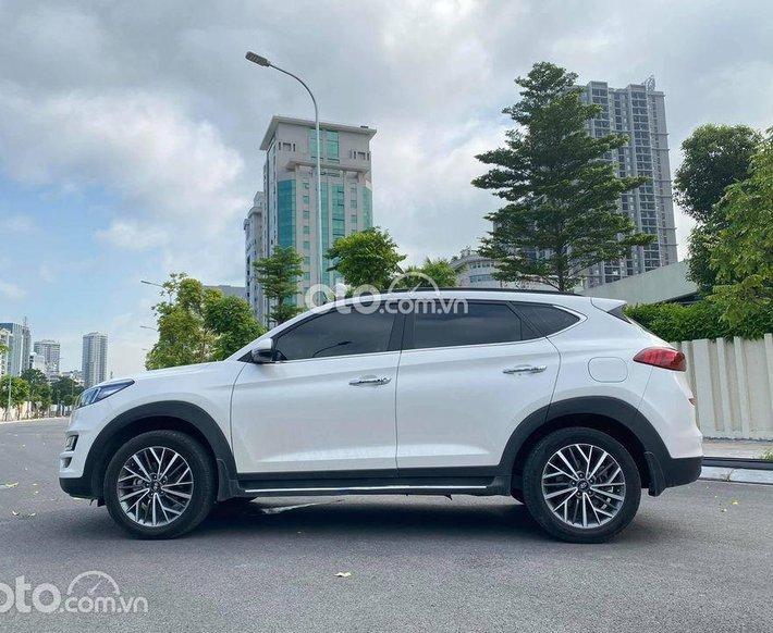 Cần bán xe Hyundai Tucson năm sản xuất 2019, màu trắng, giá chỉ 910 triệu0
