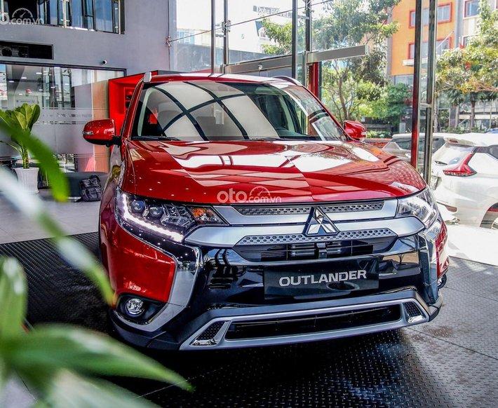 Mitsubishi Outlander tặng hơn 50% thuế trước bạ0