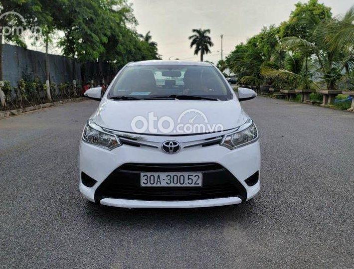 Cần bán Toyota Vios năm 2013, màu trắng số sàn0