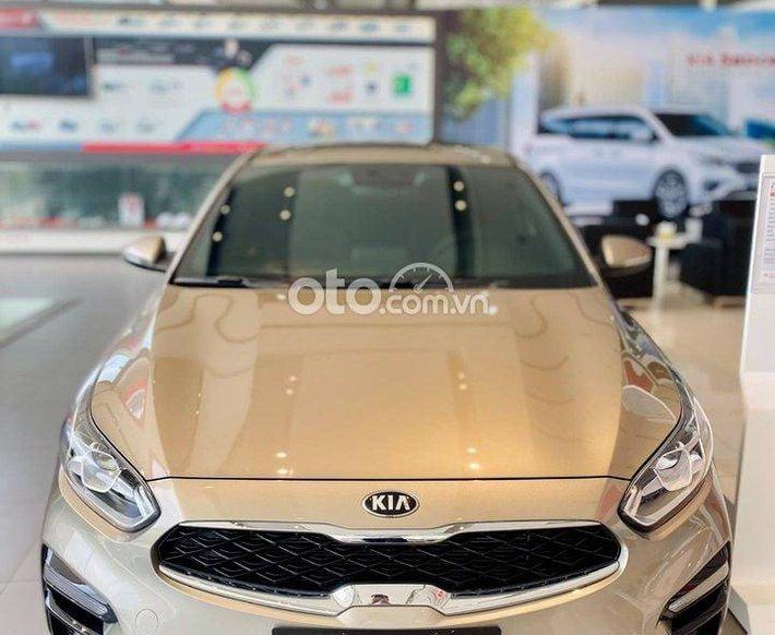 Cần bán Kia Cerato năm sản xuất 2021, màu ghi vàng0