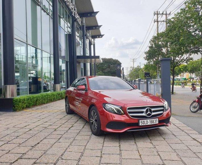 Xe Mercedes E180 2020, màu đỏ 0
