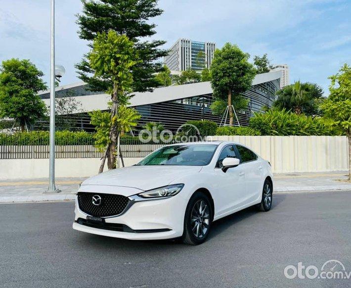 Cần bán xe Mazda 6 2.0AT Premium đời 2020, màu trắng chính chủ0