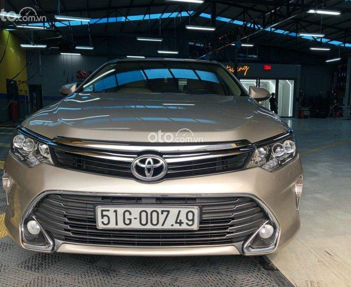 Cần bán gấp Toyota Camry 2.0 năm sản xuất 2017, giá tốt0