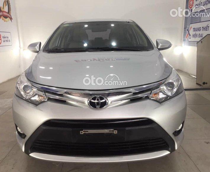 Cần bán Toyota Vios đời 2017, màu bạc số tự động0