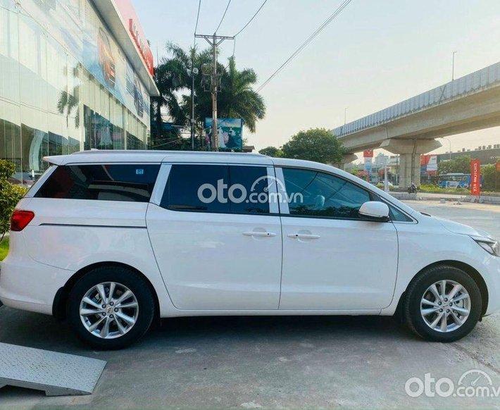 Cần bán xe Kia Sedona 3.3 GAT Signature năm sản xuất 2021, màu trắng0