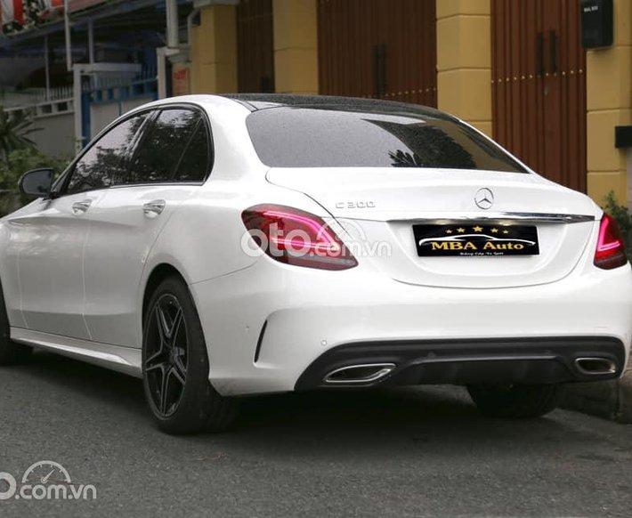 Cần bán Mercedes C300 AMG đời 2021, màu trắng0