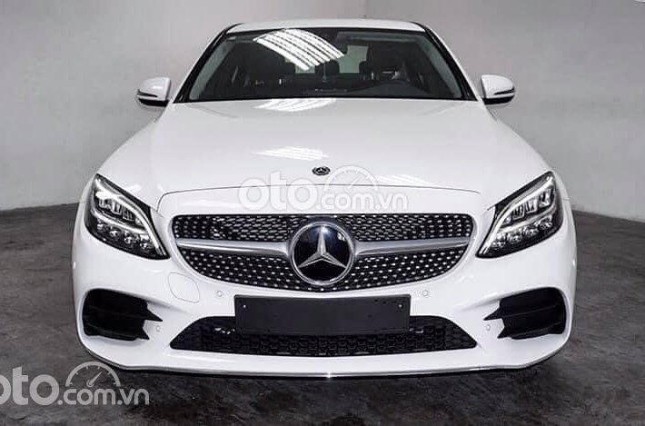 Cần bán xe Mercedes C180 AMG đời 2021, màu trắng0