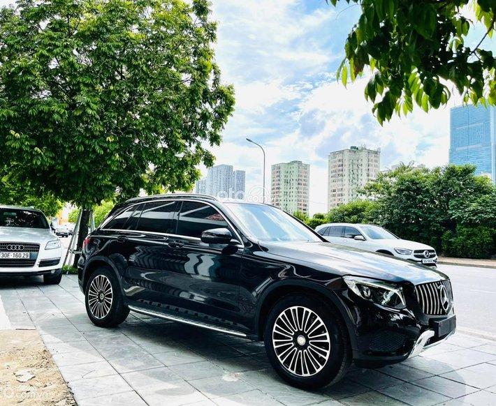 Bán Mercedes GLC250 4matic 2018, màu đen hình thức siêu mới0