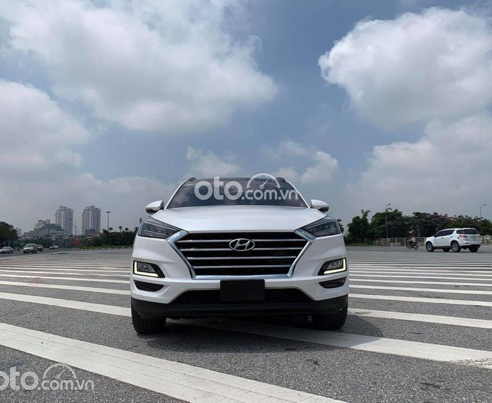 Cần bán Hyundai Tucson sản xuất năm 2019, màu trắng0