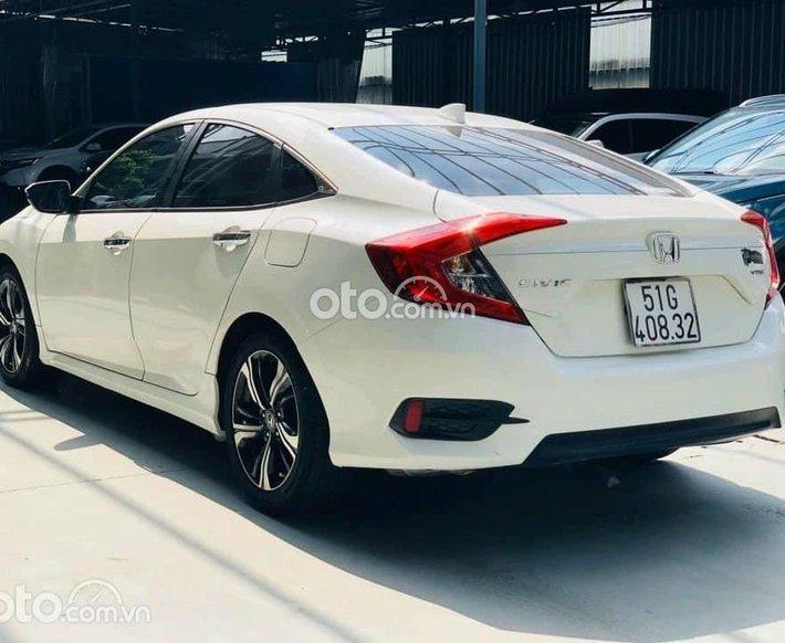 Bán Honda Civic năm 2017, màu trắng, xe nhập, 700 triệu0