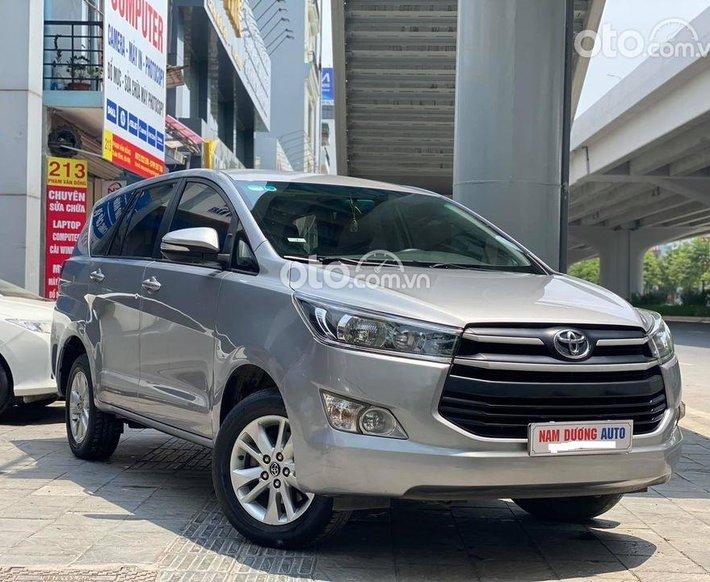Cần bán gấp Toyota Innova sản xuất 2016, màu bạc chính chủ, giá chỉ 625 triệu0