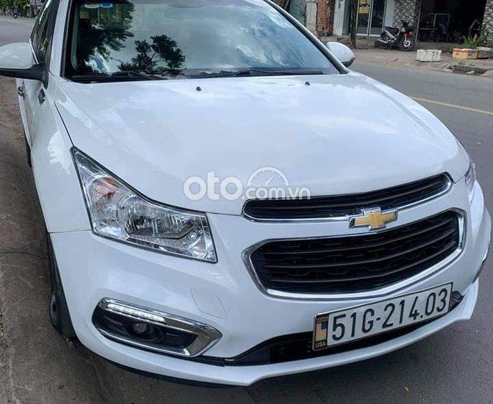 Cần bán xe Chevrolet Cruze đời 2016, màu trắng, 300 triệu0