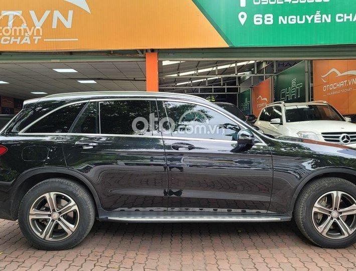 Cần bán Mercedes đời 2016, màu đen số tự động0