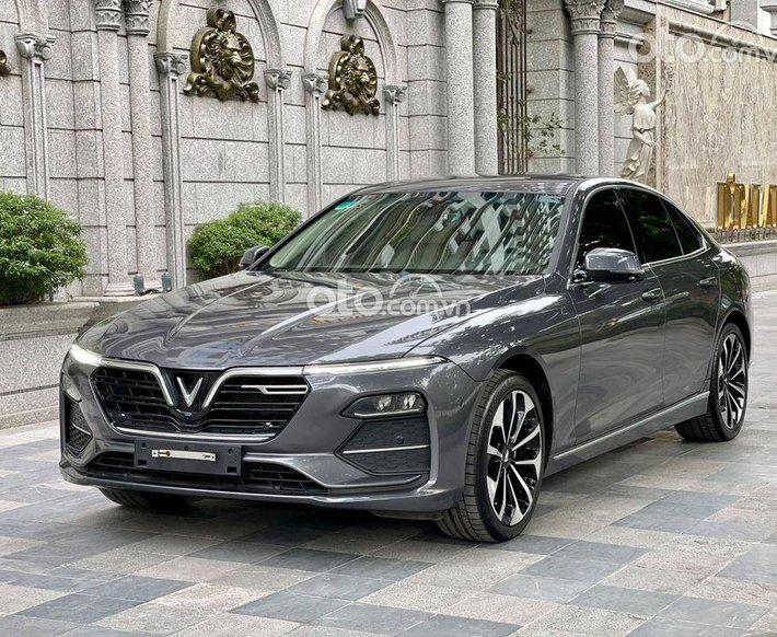 Bán xe VinFast LUX A2.0 2020, màu xám0