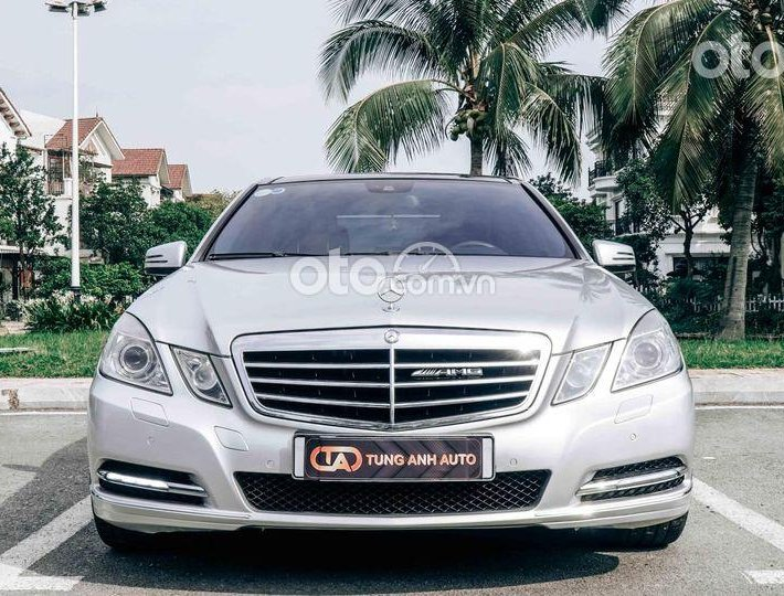 Cần bán xe Mercedes E300 AMG năm 2012, màu bạc, giá tốt0